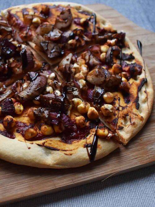 Vegetarische bloemkoolpizza met geitenkaas