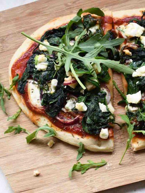 Bloemkoolpizza met spinazie en feta
